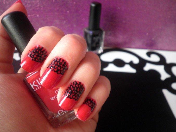 halloween-vampire-nail-art