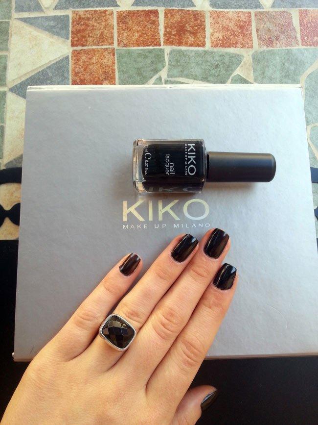 black-nail-polish