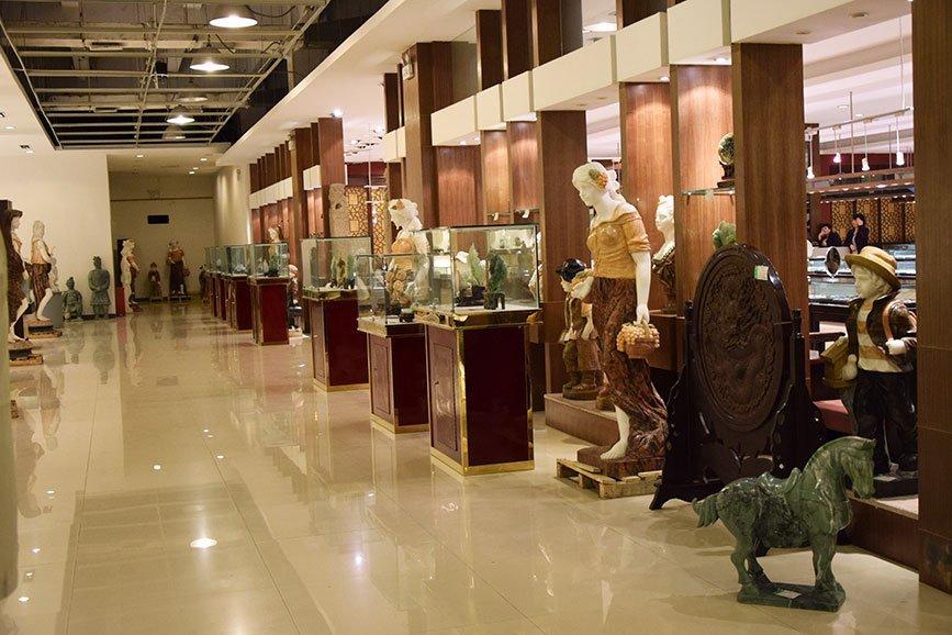 jade-stone-statues