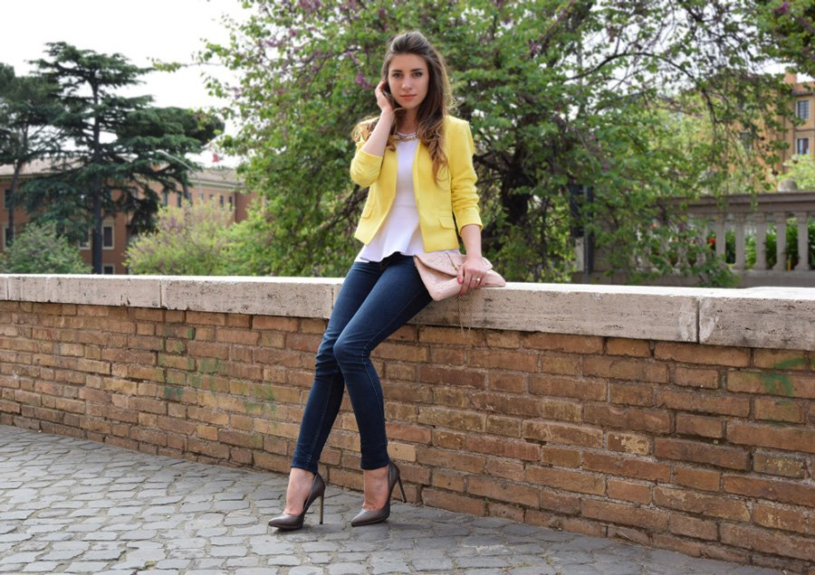 yellow-blazer-outfit